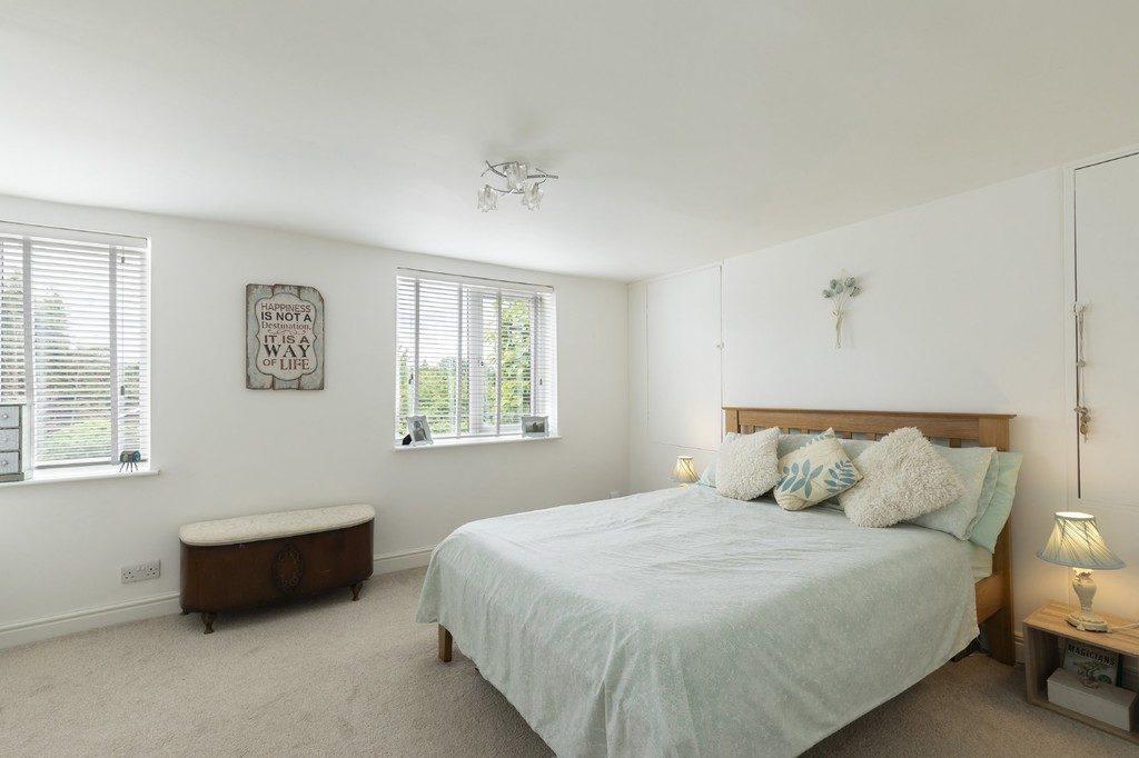 London Road, Cheltenham GL52 6HJ property