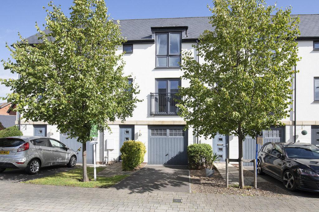 Prince Regent Avenue, Cheltenham property